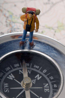 Traveller miniature standing on compass - AWDF00520