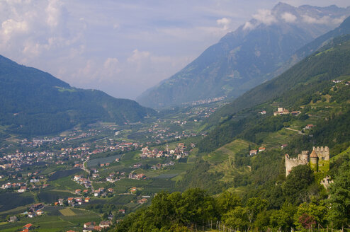 Italy, South Tyrol, Vinschgau, Elevated view of city with mountains background - SMF00608