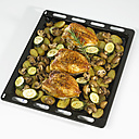 Chicken with rosmary on roasted vegetables, close-up - SRSF00056