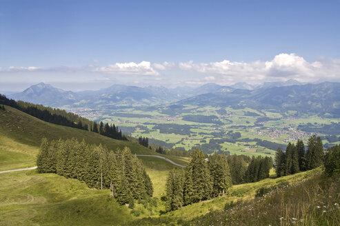 Germany, Bavaria, Allgaeu, View of fischen area with hörnergruppe in background - LFF00161