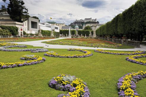 Austria, Salzburg, View of Salzburger Dom Festung Hohensalzburg and Mirabellgarten (Mirabell garden) - 13426CS-U