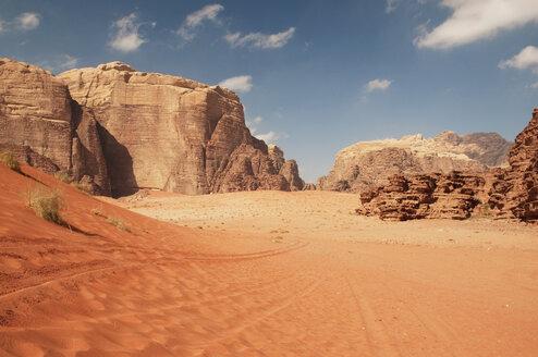 Jordan, Wadi Rum, View of desert - NHF001238