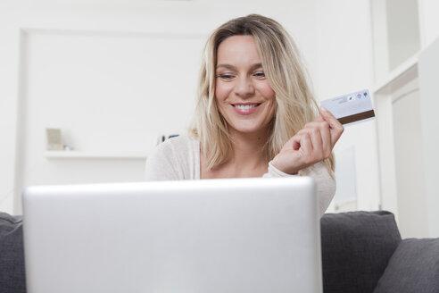 Woman using laptop - LDF000913