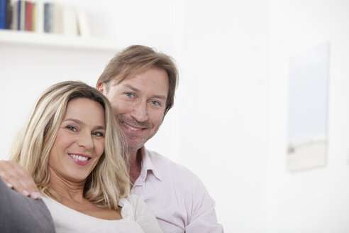 Couple smiling, portrait - LDF000922