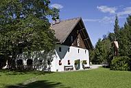 Austria, Salzkammergut, Hof bei Salzburg, Museum between trees - WWF001577