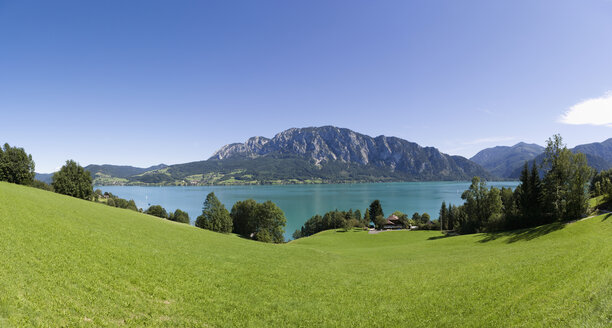 Austria, Salzkammergut, View of hoellen mountains with lake attersee - WWF001578