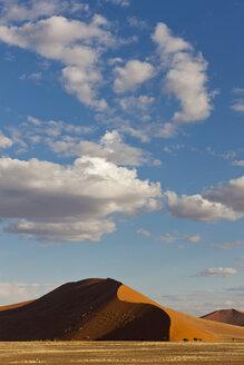Africa, Namibia, Namib Desert, View of sand dunes in namib-naukluft national park - FOF002373