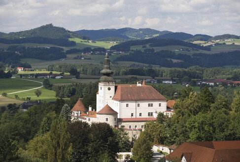 Austria, Mühlviertel, Kefermarkt, View of schloss weinberg castle - WWF001597