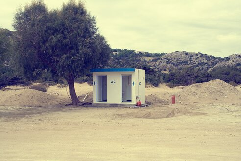 Greece, Rhodes, View of public toilet on beach - HKF000340