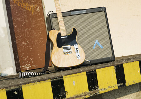 Electric guitar, close up - WBF000302