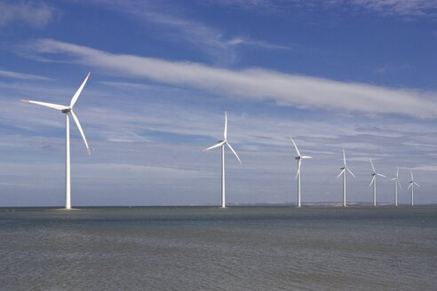 Denmark, Harbore, View of wind turbines at coast - HKF000304