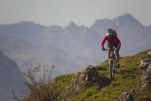 Austria, Tirol, Female mountain biker biking on spitzstein mountain - FFF001130