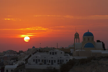 Greece, Cyclades, Thira, Santorini, View of oia at sunset - FOF002643