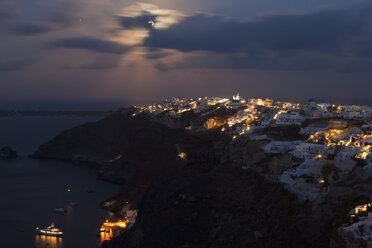 Europe, Greece, Thira, Cyclades, Santorini, View of oia at full moon - FOF002716