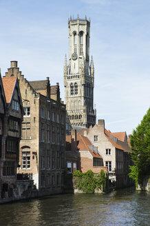 Belgium, Bruges, West Flanders, Rozenhoedkaai, View of canal with buildings - MUF000945