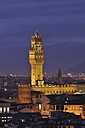 Italy, Tuscany, Florence, Palazzo Vecchio, View of town hall and city at dusk - RUEF000570