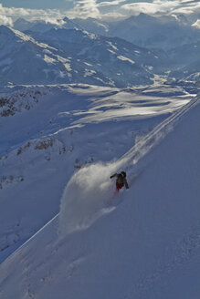Austria, Tyrol, Kitzbuehel, Mid adult man skiing - FFF001139