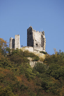 Europe, Germany, North Rhine-Westphalia, Middle Rhine, Bad Honnef, Siengebirge, View of drachenfels castle - CS014333
