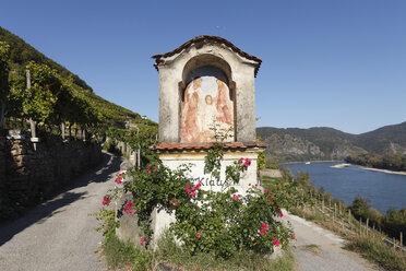 Austria, Lower Austria, Walviertel, Wachau, Duernstein, Roadside shrine near danube river - SIEF000103