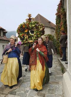 Austria, Lower Austria, Wachau, Waldviertel, Spitz, Women at harvest festival procession - SIE000139