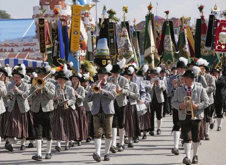 Germany, Bavaria, Upper Bavaria, Munich, Marching band at Octoberfest procession - SIE000171