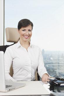 Germany, Frankfurt, Business woman smiling, portrait - SKF000453