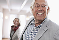 Germany, Wakendorf, Senior couple smiling - WESTF016239