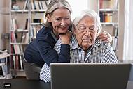 Germany, Wakendorf, Senior couple using laptop - WESTF016242