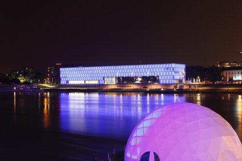 Austria, Upper Austria, Linz, View of lentos art museum at danube river - SIE000506