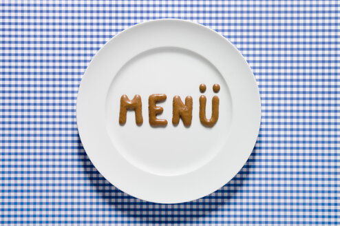 Word menu written with russian bread on dish, close up - MUF000986