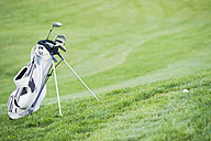 Italy, Kastelruth, Golf bag with golf clubs on golf course - WESTF016384