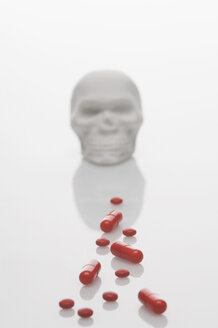 Skull, pills and drugs on white background - ASF004300