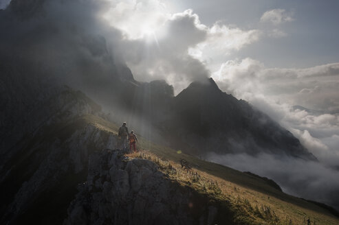 Austria, Salzburg, Filzmoos, Couple hiking on mountains - HHF003550