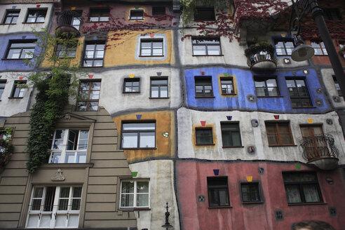 Austria, Vienna, View of colorful Hundertwasser-Krawinahaus - PS000485