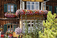 Austria, Styria, Salzkammergut, Altaussee, View of old framehouse - SIEF001159