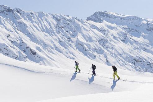 Italy, Trentino-Alto Adige, Alto Adige, Bolzano, Seiser Alm, Group of people on ski tour - MIRF000137