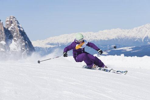 Italy, Trentino-Alto Adige, Alto Adige, Bolzano, Seiser Alm, Mid adult woman skiing - MIRF000164