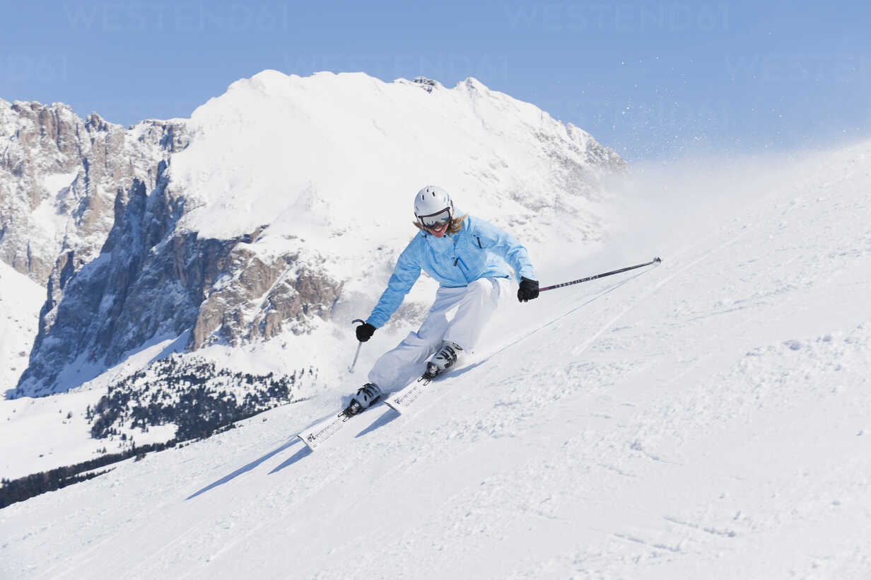 Italy, Trentino-Alto Adige, Alto Adige, Bolzano, Seiser Alm, Young woman skiing near mountain - MIRF000173 - Michael Reusse/Westend61