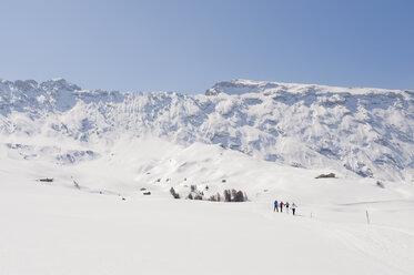 Italy, Trentino-Alto Adige, Alto Adige, Bolzano, Seiser Alm, Group of people on ski tour - MIRF000200
