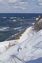Japan, Hokkaido, Man doing telemark skiing - FFF001152
