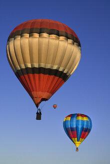 USA, New Mexico, Albuquerque, Air balloons at balloon fiesta - PSF000559