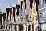 Germany, Bavaria, Upper Palatinate, Freystadt, View of multicoloured houses - SIEF001507