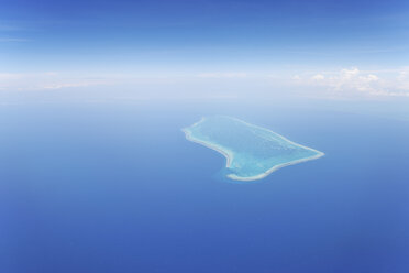Latin America, Caribbean Sea, Belize, Aerial view of atoll with coral reef - RUEF000668