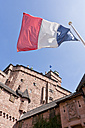 France, Alsace, Selestat, View of Haut-Koenigsbourg castle with French flag in foregound - WDF000906