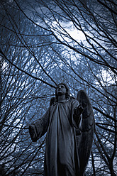 Germany, Cologne, Statue of angel at Melatenfriedhof - KJF000108