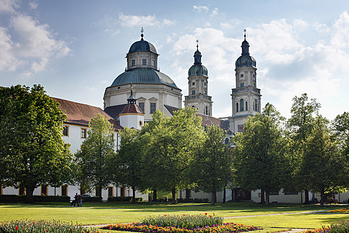 Germany, Bavaria, Swabia, Allgaeu, Kempten, View of St. Lorenz basilica - SIEF001639