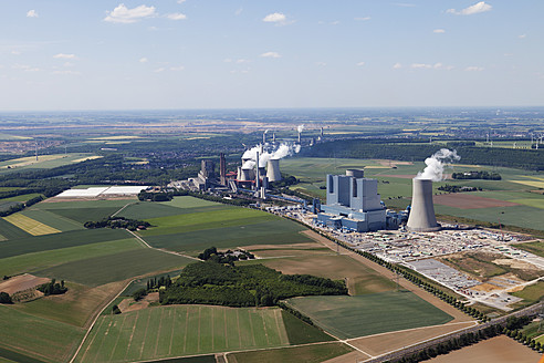 Europe, Germany, North Rhine-Westphalia, Neurath, Aerial view of lignite surface mining power plant - CS015313