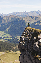 Austria, Kleinwalsertal, Man and woman hiking on edge of cliff - MIRF000245