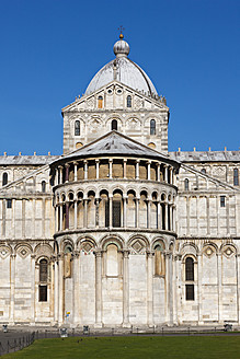 Italy, Tuscany, Pisa, Piazza dei Miracoli, View of cathedral - FOF003557