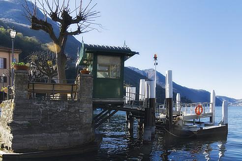 Italy, Como, View of pier with Lake Como - HKF000447